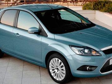 Замена лампочки ближнего света на Форд Фокус 2 в автосервисе
