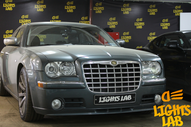 Chrysler C300 установка линз Hella 3R